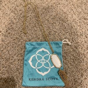 Kendra Scott Rayne necklace in white pearl !!